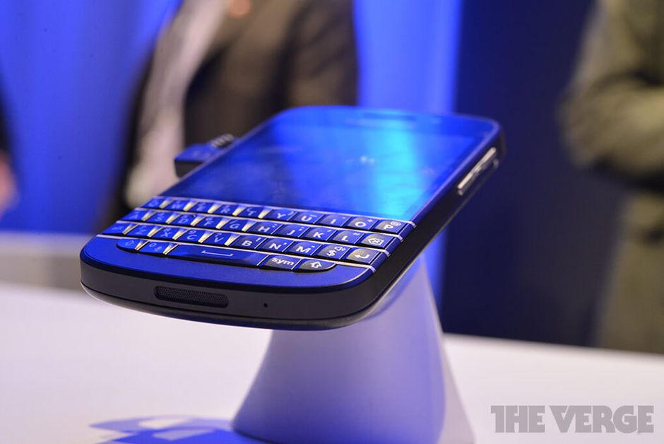 blackberry-q10-hands-on3_1020_verge_super_wide