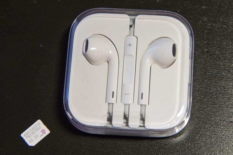 наушники EarPods из комплекта поставки Apple iPhone 6 Plus