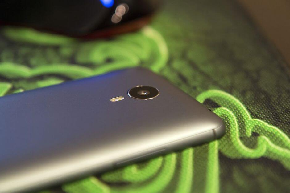 стекло Gorilla Glass 3 прикрывающее глазок камеры в Meizu MX4
