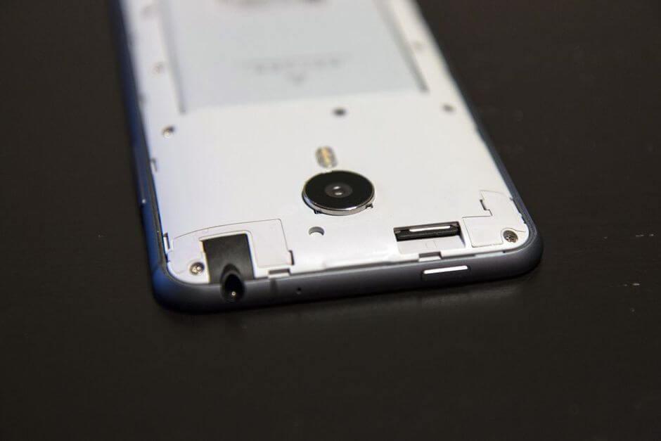 единственный слот micro SIM в Meizu MX4