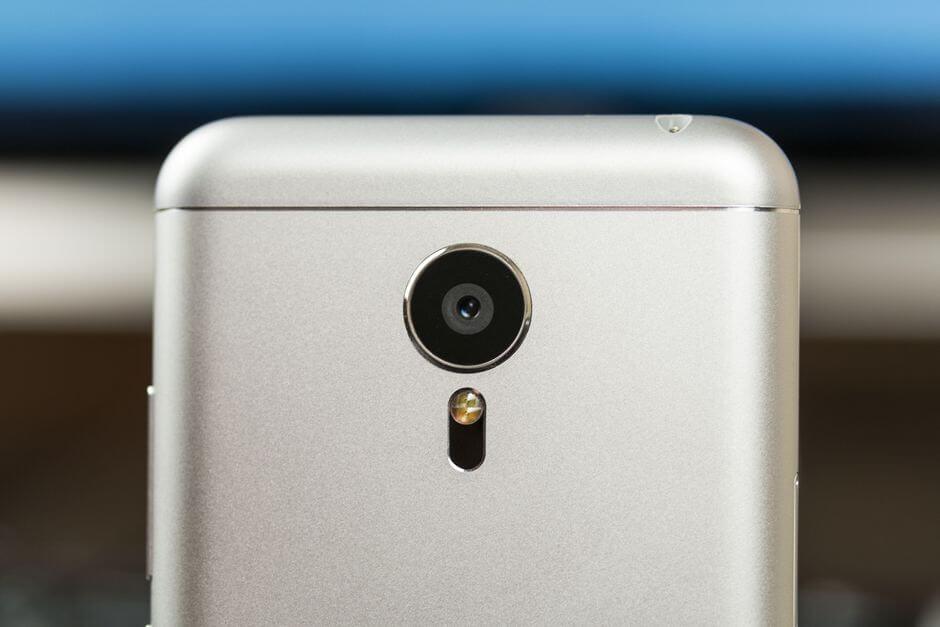 выпирающий глазок камеры в Meizu MX5