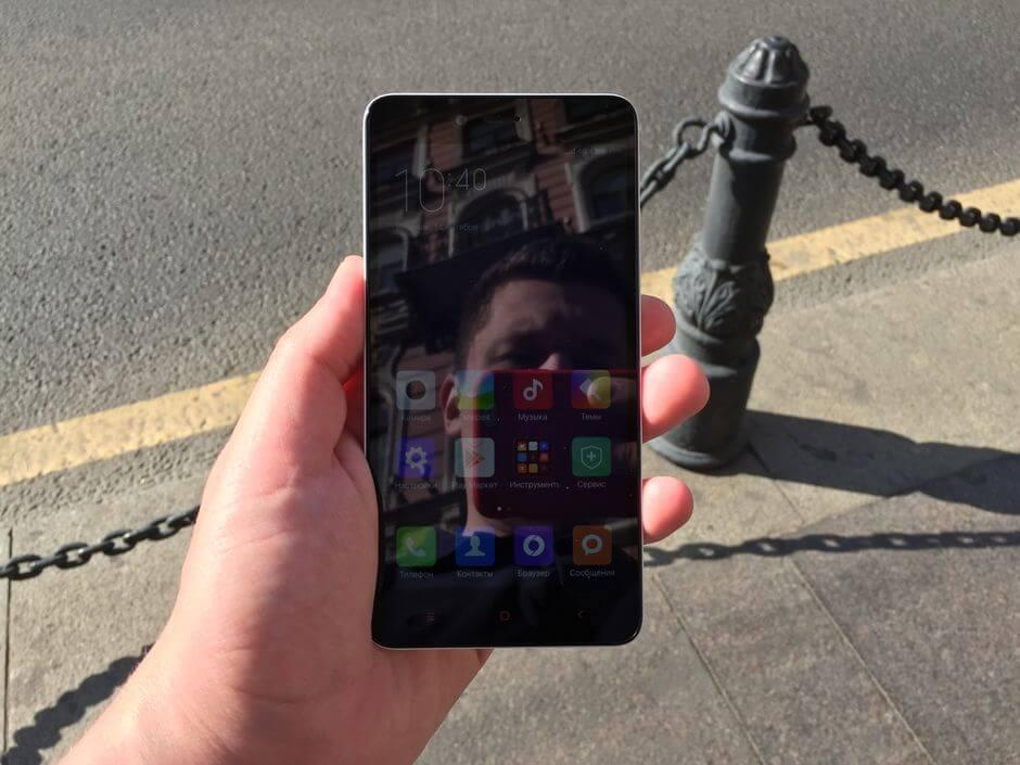 экран в Xiaomi Redmi Note 2 остается читаемым на солнце