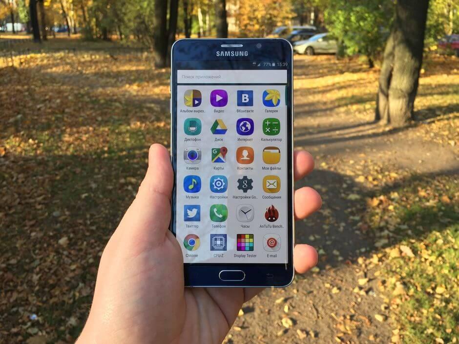 экран в Samsung Galaxy Note 5 не слепнет на солнце