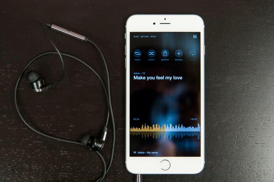 звук в наушниках Apple iPhone 6s Plus