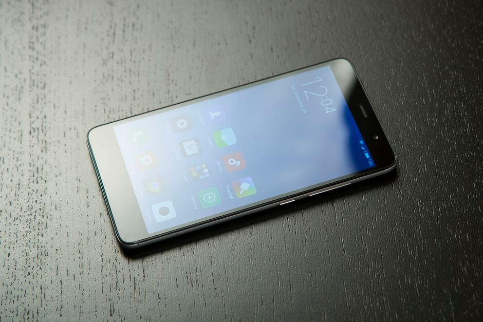 экран в Xiaomi Redmi Note 3 не слепнет на солнце