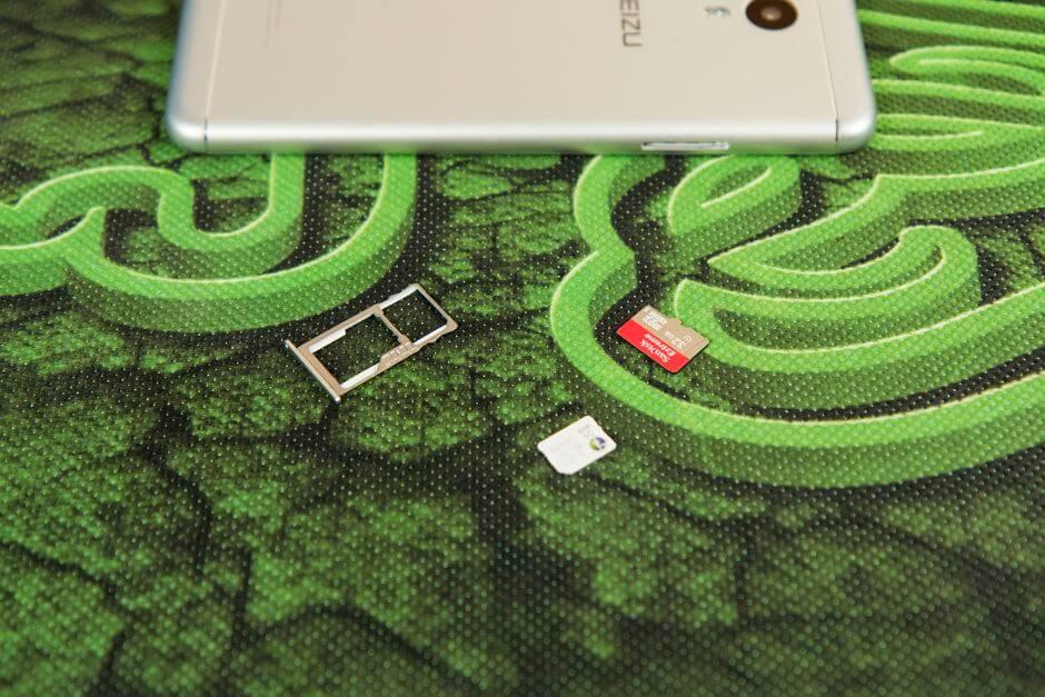 два слота для SIM карт в Meizu M3 Note
