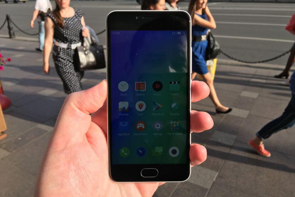 экран Meizu M3 (mini) остается читаем на солнце