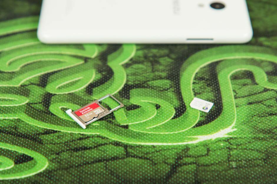 два слота для nano SIM карт в Meizu M3 (mini)
