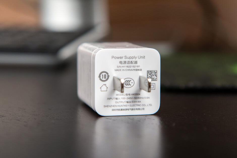 зарядное устройство на 4 Ампера из комплекта поставки OnePlus 3
