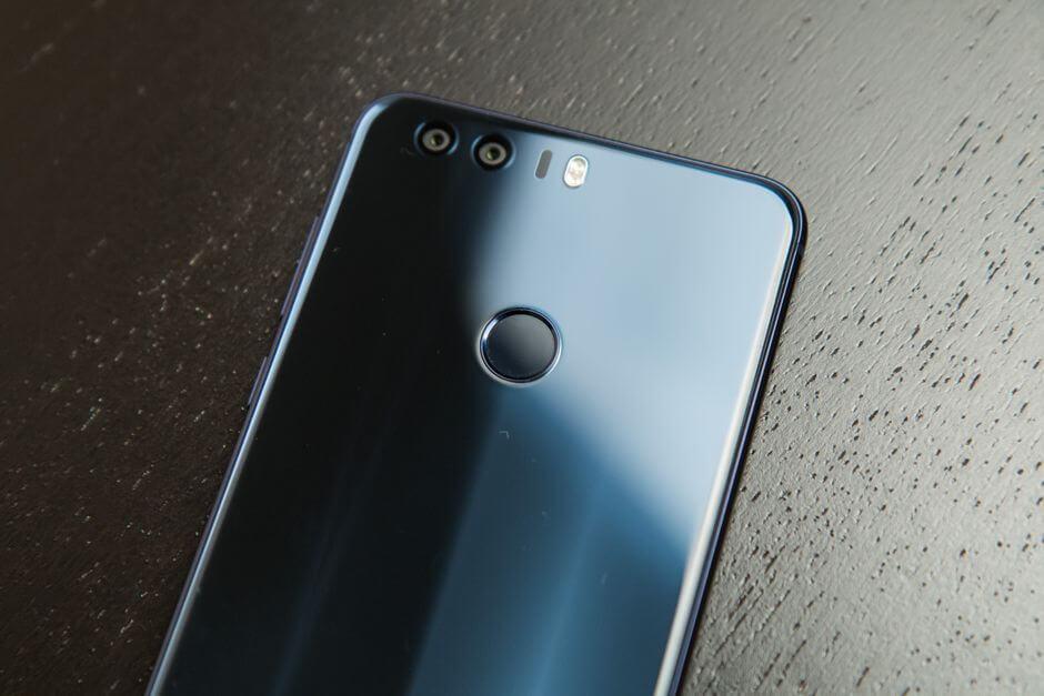 сканер отпечатков пальцев в Huawei Honor 8