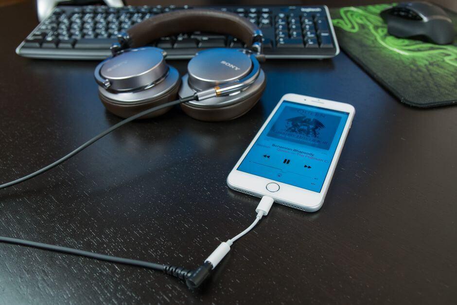 звук в наушниках Apple iPhone 7 Plus