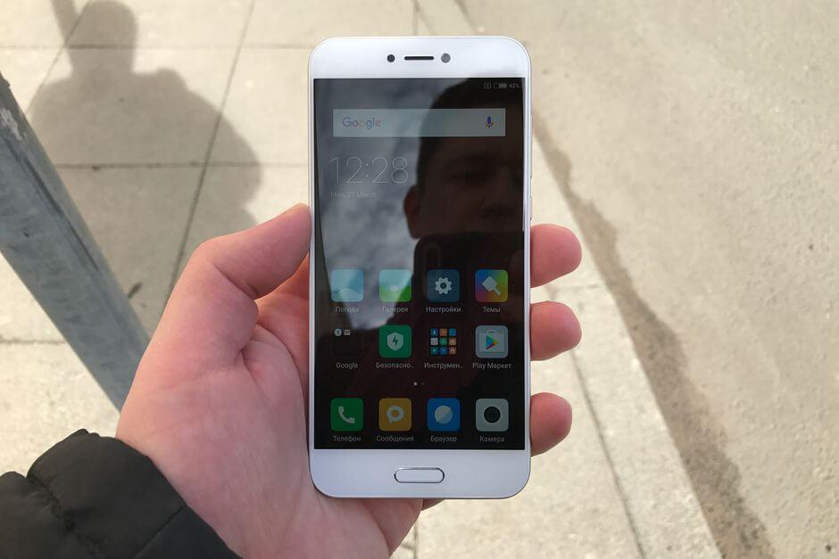 экран Xiaomi Mi 5c не слепнет на солнце