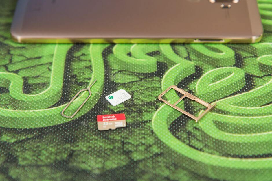 два слота для SIM карт формата nano в Huawei Mate 9