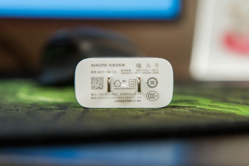 адаптер питания поддерживающий технологию быстрой зарядки в комплекте к Xiaomi Mi Note 3